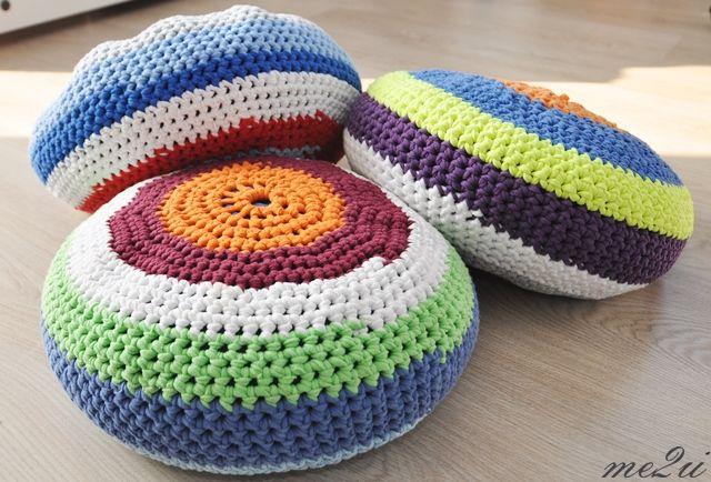 crochet pouf from t-shirt yarn