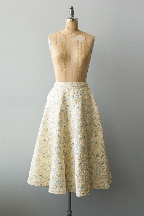 Vintage 1950s cream satin circle skirt with pastel colored paisley pattern embroidery and side metal zipper.  ✂ ✂ ✂ M E A S U R E M E N T S ✂ ✂ ✂  fits like: small bust: n/a waist: 26 hip: undefined sleeve length: n/a length: 30 brand/maker: n/a condition: excellent  to read about our condition standards and read our sizing guide: www.etsy.com/shop/GoldBanana/policy  ✶ visit the shop ✶  http://www.etsy.com/shop/GoldBanana ________________...