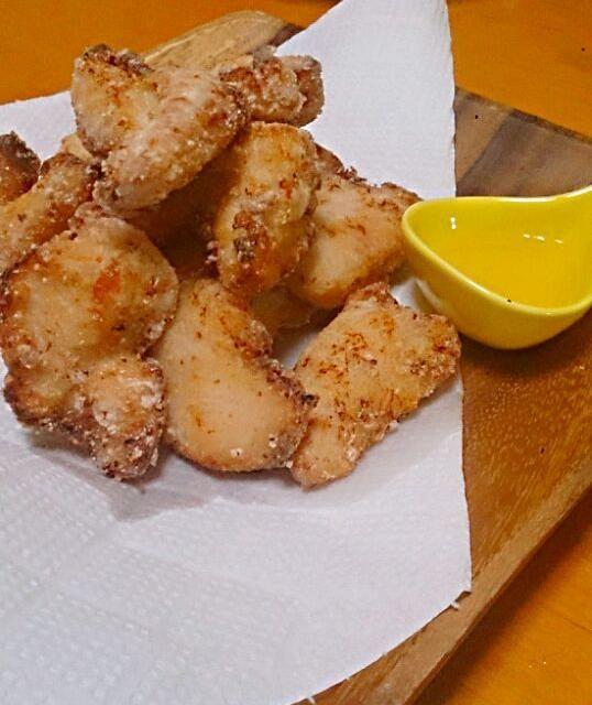 塩麹でお肉がふっくら旨味倍増。 衣が片栗粉と米粉なので、あっさり軽めの唐揚げです。 すだちや塩ポン酢がよく合います。 ご飯のおかずより、お酒のおつまみって感じかな。 - 8件のもぐもぐ - 鶏ささみの塩麹揚げ by chobi0606