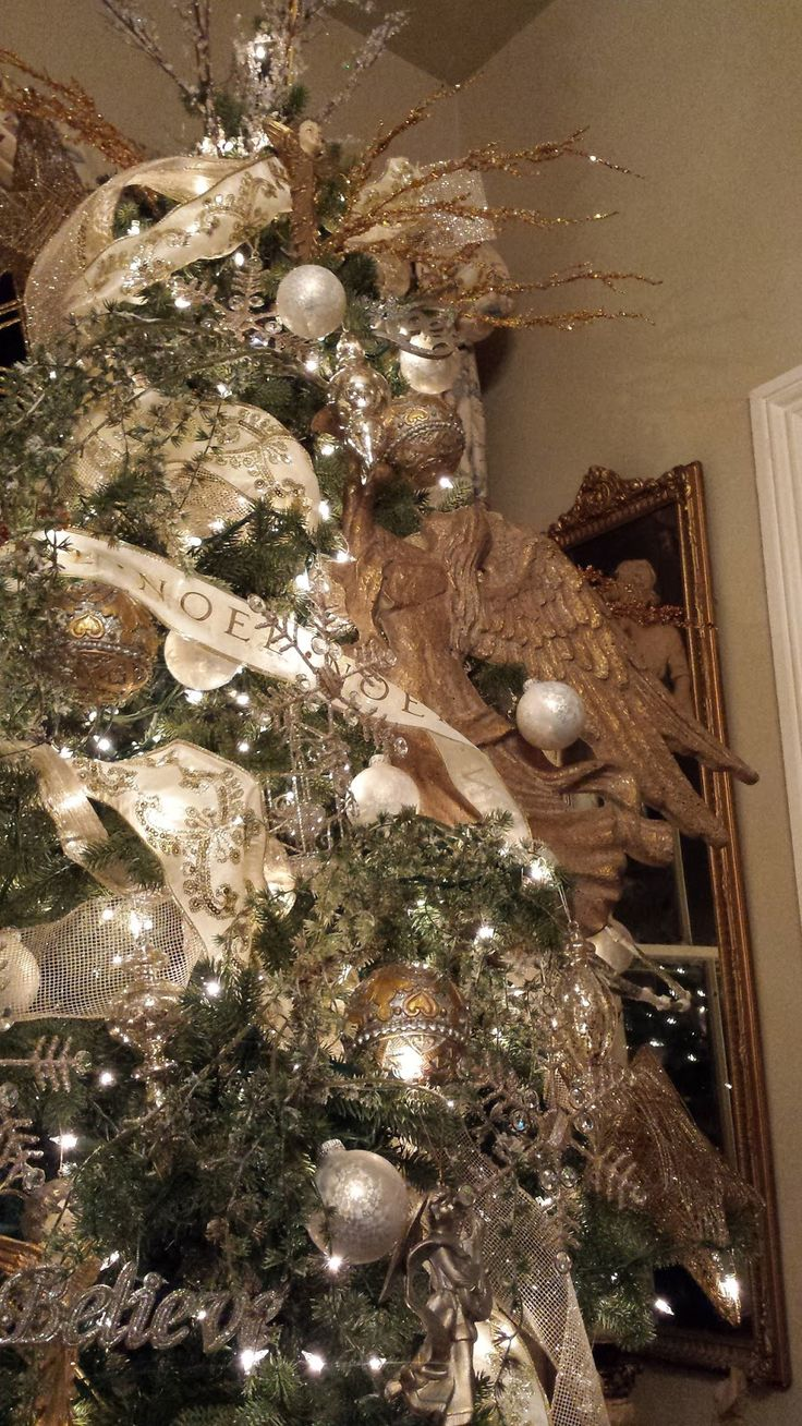 Eye For Design: Christmas At Our House 2015.......old world style Christmas tree,