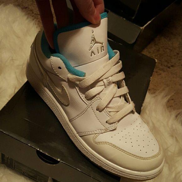 Retro 1 Jordans Nike/retro 1 air Jordans size 5.5 in boys. Girls Jordans  make best offers/negotiable ?? Jordan Shoes Sneakers