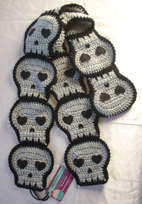 Prêt à être expédier fabriqué à la main de crâne gris écharpe au Crochet Super Soft