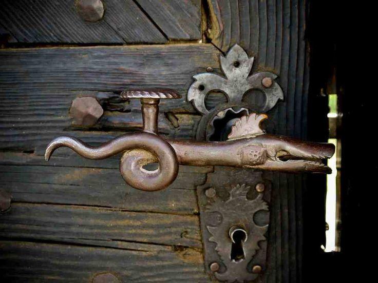 The Serpent Dragon handle. Torockó / Eisenburg / Râmetea Szeklerland.