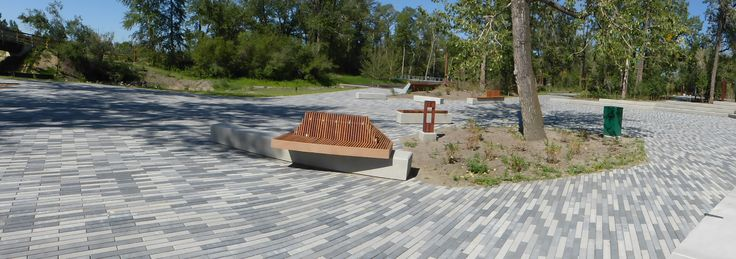 Broadway is a paver with a linear, contemporary design and can be used to create flow to any outdoor living space. It works well when laid in an offset pattern and stands out even without the addition of other paver sizes.#BURNCO