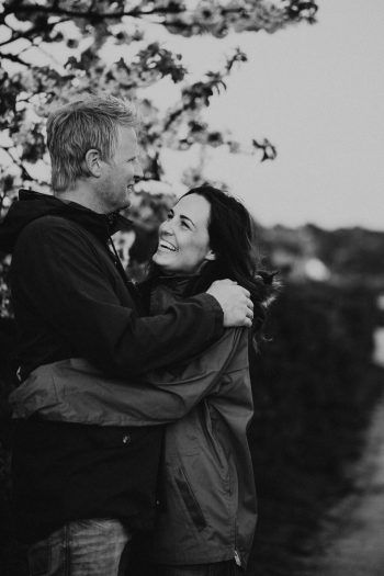 How to click good couple pictures