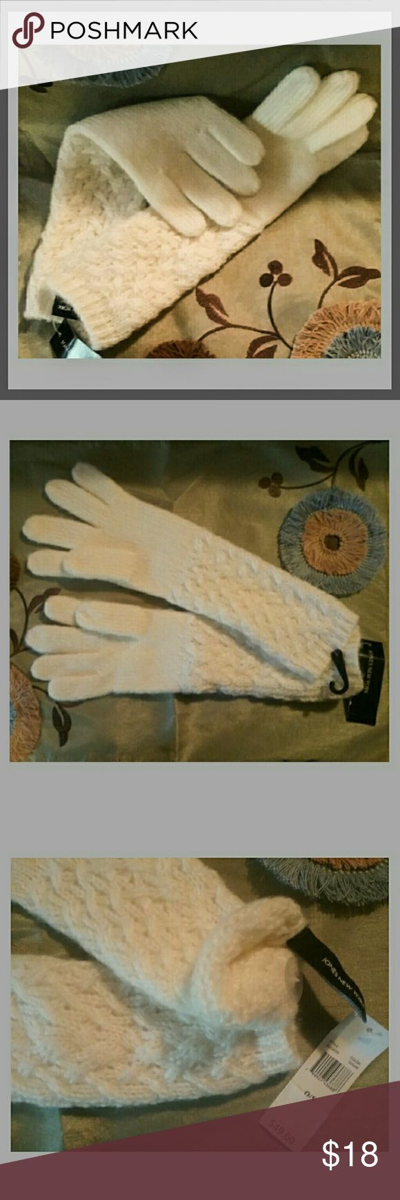 """🎁 Jones New York Cream Gloves NWT This gorgeous pair of sugar knit gloves is made from 100% acrylic. It is one size and dry clean. From the tip of the long finger to the edge, it measures 13 1/2"""". Jones New York Accessories Gloves & Mittens"""