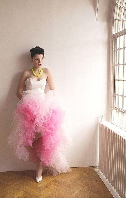 ストロベリーアイスカラー。ピンクのエンパイア ウェディングドレス・花嫁衣装・カラードレスのまとめ一覧♡