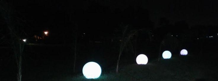 Ambientacion con Esferas leds marcando el camino de ingreso al Sum