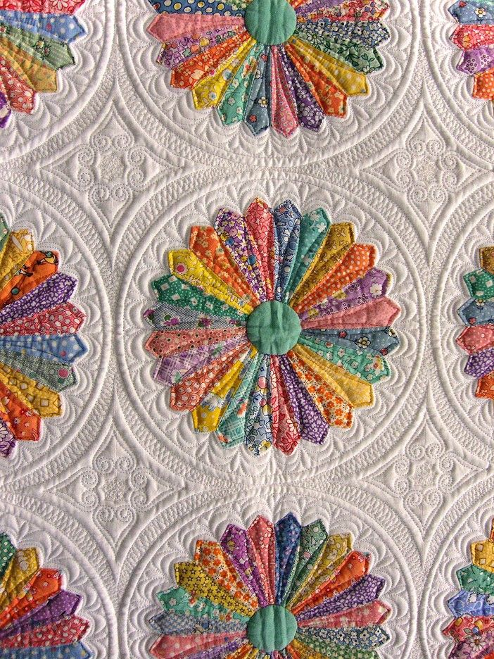 Traditional Hand Quilting Patterns : Best 25+ Applique quilts ideas on Pinterest Aplique quilts, Applique quilt patterns and Quilts