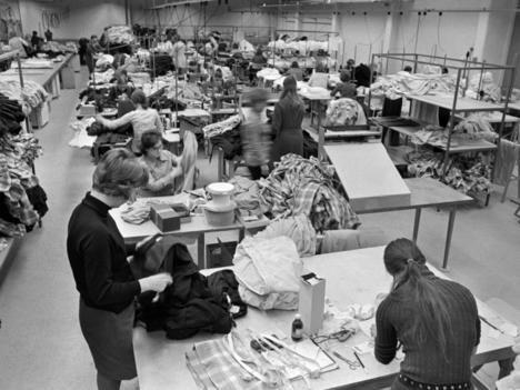 Suurten ikäluokkien eläköitymisen piti avata työmarkkinat nuoremmille X- ja Y-sukupolville. Mutta mihin aalto hävisi? Ja mihin hävisivät puheet täystyöllisyydestä?
