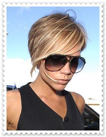 Bayanlar için saçlarını kısa kestirmek gerçekten cesaret işi. Kısa kestiren bayanlara büyük bir hayranlık duyan diğer bayanlar asla buna cesaret edemeyeceklerini