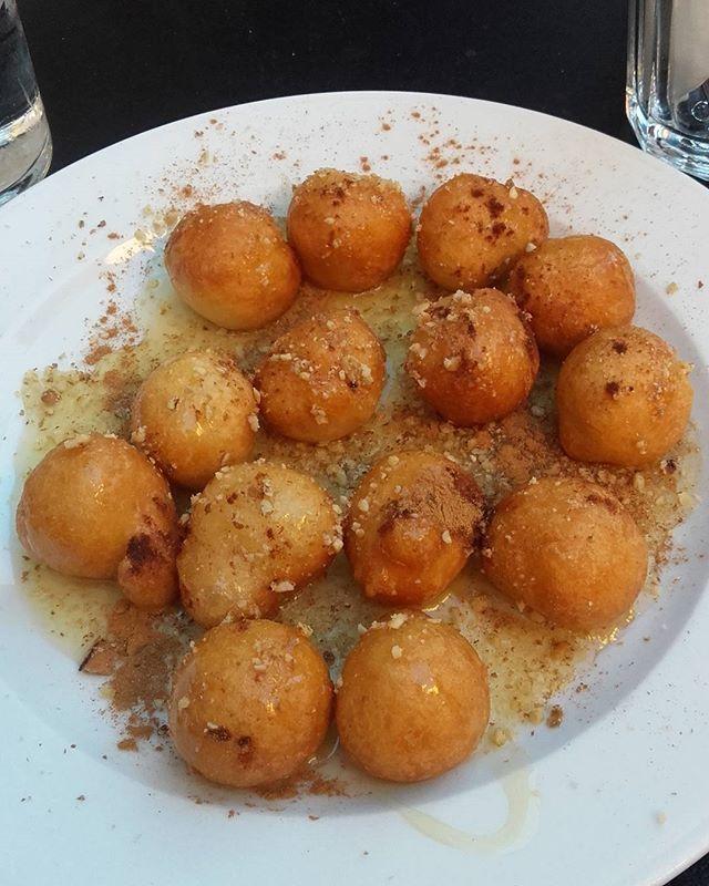 Επιστροφή με Λουκουμάδες και φίλες για να πούμε τα νέα μας 😉😉 Ε τι?? Ξεροσφυρι δεν γίνεται 😆😆😆@magiacook @cookandfeed .#λουκουμάδες #sweet #loukoumades #foodporn #athens #sweet #honey #cinammon #greekfood #greeksweets #greekhoneyballs #sweettreats #foodstagram #instagood #lifokitchen #foodies #downtown #athenscity #foodblogger #cookingandart #marion_cookingandart
