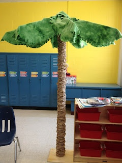 classroom palm tree- using a carpet roll, lunch bags, an umbrella frame and material.  I totally want to do this!