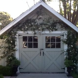 cute small garage: can it be a facade for an electric door lift?