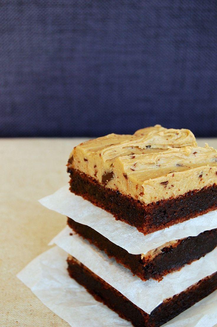 De mest syndige brownies med cookie dough som Copenhagen Cakes ville lave dem - uimodståelige! Opskriften finder du på madbloggen.