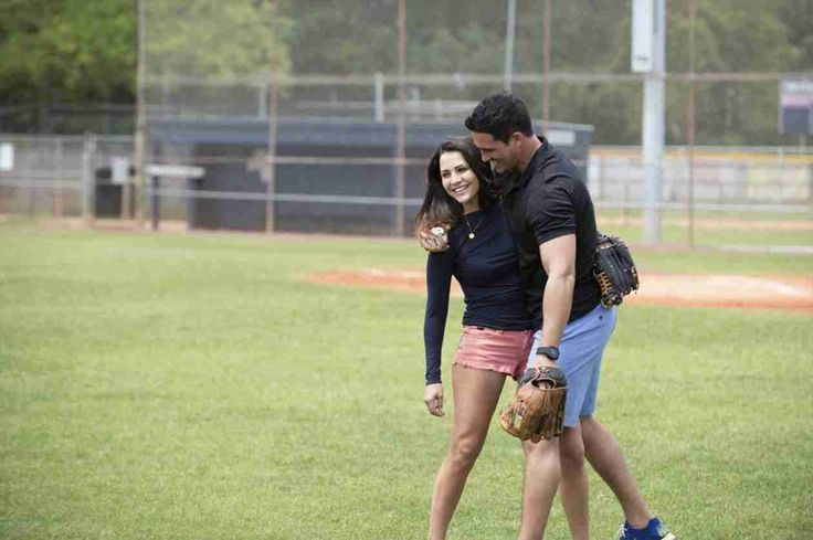 Andi Dorfman and Josh Murray Goof Around on the Field in Episode 8 of The Bachelorette Season 10! ❤️❤️