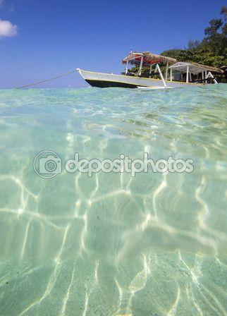 Long Tail Boat on Tropical Beach — Стоковое фото © trubavin #68428291