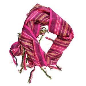 Grossiste en vêtements et accessoires de mode, vente gros vous présente son lot de 24 étoles ou foulards pour vous accompagner durand l'hiver. Le foulard reste l'accessoire nécesssaire pour éviter de prendre froid. http://www.ventegros.fr/foulard-femme-5529310.htm