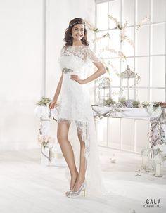 ¿Qué te parecen los vestidos de novia asimétricos o más cortos por delante que por detrás? #vestidosdenovia2015 #tendencias #bodas2015