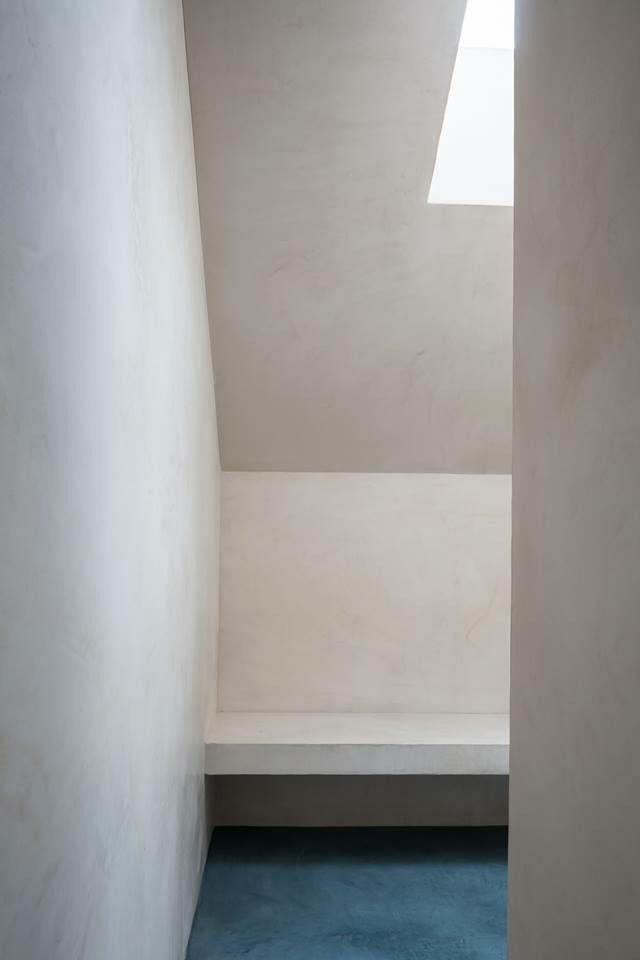 Tadelakt/natural lime plaster by Odilon Creations - architecture Pascal Francois