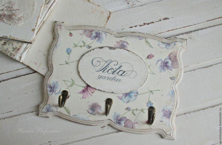 Купить Вешалка Виола - комбинированный, ретро, винтаж, потертости, шебби-шик, Виола, фиалки, цветы