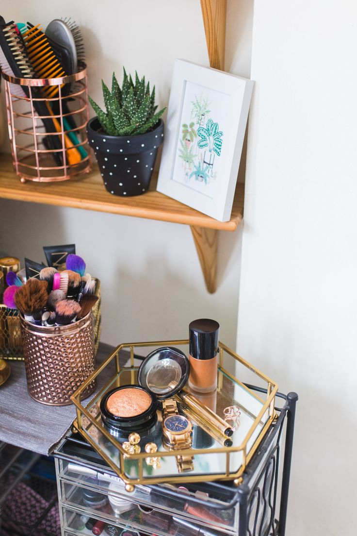 Makeup storage - Are you a former homeware shopaholic? I'm sharing some rented room updates thanks to Homesense and tips for figuring out your interior style.