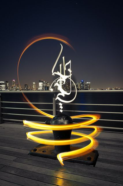 "Light calligraphy by Julien Breton - ""Stand by me - Hudson River/Manhattan/New-York - 2011"""