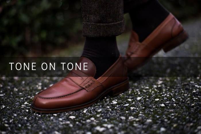 Crea la tua calzatura personalizzata abbinando tono su tono diverse tipologie di pellame vitello liscio e vitello con stampa chicco di riso per essere notato con gusto ed avere un tocco di originalità nel tuo abbigliamento.