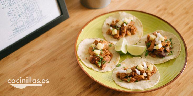 Hoy en día parece que todo son nachos y guacamole pero la gastronomía mexicana tiene mucho que ofrecer. Hoy te enseñamos cómo preparar tacos al pastor.