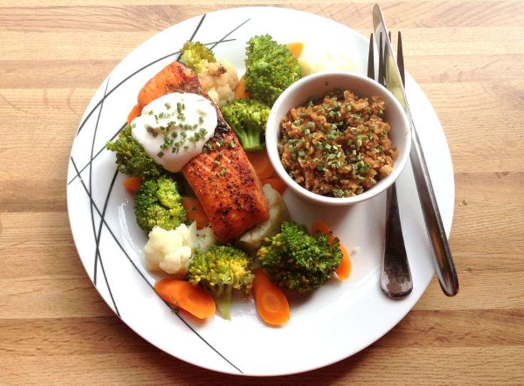 Ovnsbakt laks, kokte grønnsaker, blomkål-risotto & mager kesam