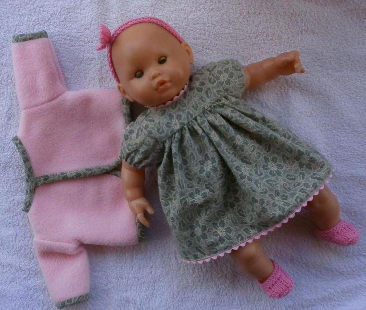 Ensemble pour poupon de 36 cm : robe à manches ballon, veste, bandeau et chaussons. MCL Poupées
