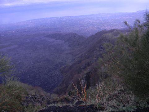 Tour dell'Etna 2015 per il ponte del 1° Maggio. Tris di attività di Trekking mozzafiato che daranno la possibilità di apprezzare le bellezze paesaggistiche e naturalistiche del suddetto vulcano: Monti Sartorius e Torrente Sciambro, Etna Nord - Monte Nero, Etna Sud – Valle del Bove