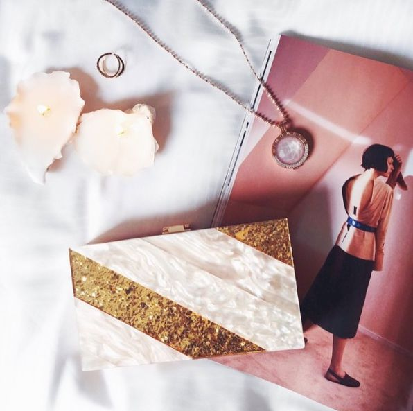 Vintage Styler EDITH clutch in blush acrylic and gold glitter. Image by blogger @beth_norton