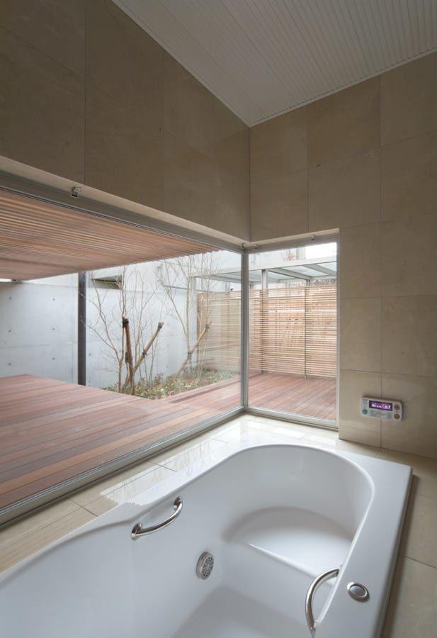 お風呂のデザイン:H COURT HOUSEをご紹介。こちらでお気に入りのお風呂デザインを見つけて、自分だけの素敵な家を完成させましょう。