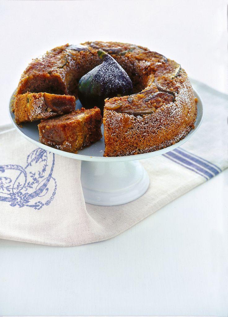 La farina gialla regala la perfetta consistenza a questo dolce con le noci: scopri la ricetta di Sale&Pepe.