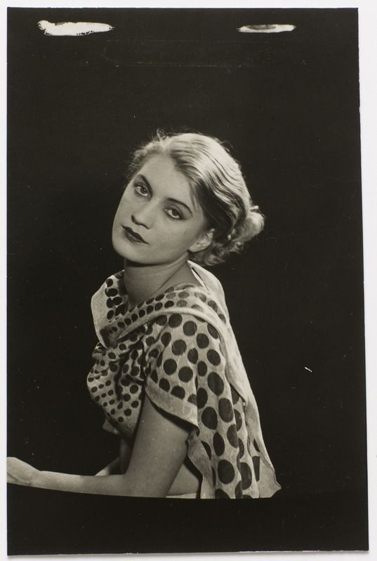 Lee Miller | photo by Man Ray | vers 1929-32 | Centre Pompidou