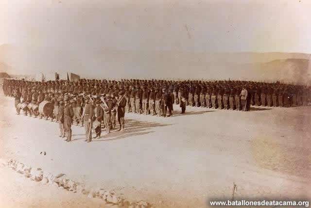 Fotografías Históricas de La Guerra del Pacifico 1879 _ 1884 Regimiento Esmeralda en el campamento.