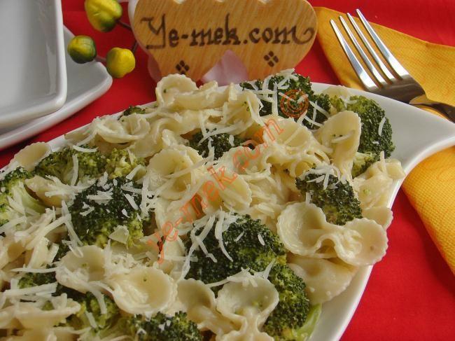 Kremalı Brokolili Makarna Tarifi (Resimli Anlatım) | Kolay ve Pratik