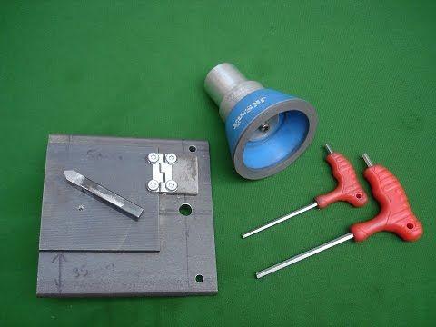 Acople para afilar herramientas de metal duro con muela de diamante en el torno