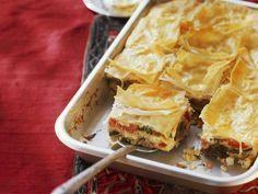 Leichtes Gemüse-Feta-Auflauf mit Yufka-Teig (Börek) Rezept | EAT SMARTER