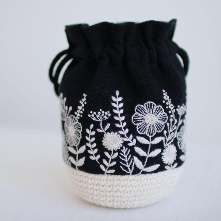 * . White flowers . . #刺繍#手刺繍#ステッチ#手芸#embroidery#handembroidery#stitching#needlework#자수#broderie#bordado#вишивка#stickerei