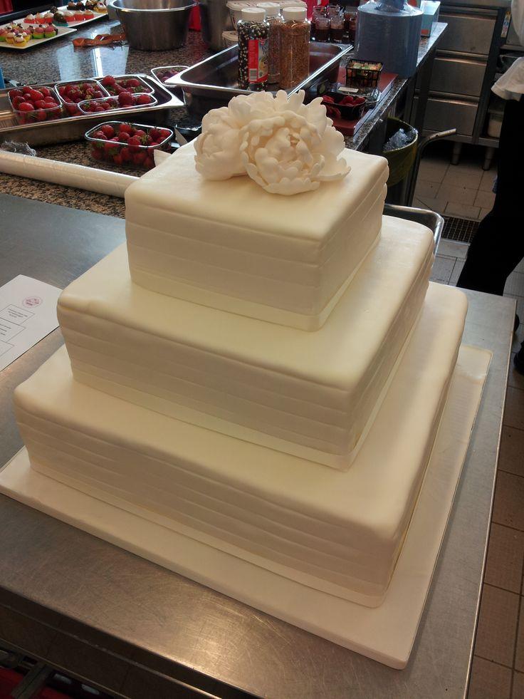 1000+ Ideen zu Hochzeitstorte Quadratisch auf Pinterest ...