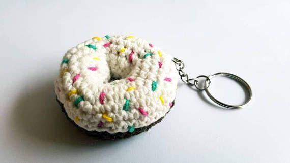 Bekijk dit items in mijn Etsy shop https://www.etsy.com/nl/listing/549758573/gehaakte-sleutelhanger