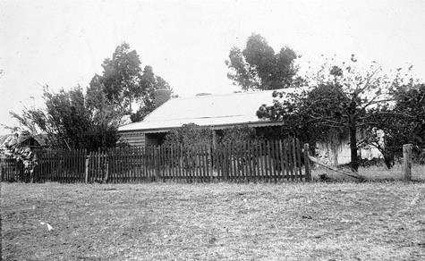 1905 ca. Wooden Farm House Picket Fence, Grass Flat, Victoria,  Australia   museumvictoria.com.au