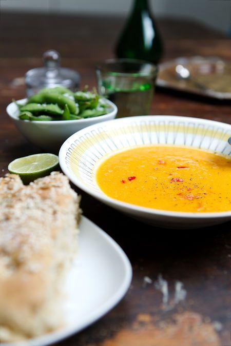 Morotssoppa med kokosmjölk, ingefära och lime