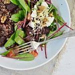 Quinoa+salát+s+pečenou+červenou+řepou