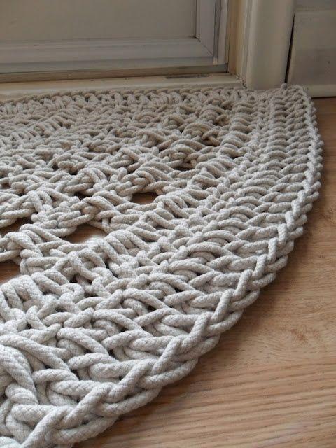 Crochet door rug. ༺✿ƬⱤღ www.pinterest.com...