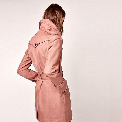 Les 25 meilleures id es concernant trench femme beige sur pinterest veste en poil de chameau - Comment porter un trench femme ...