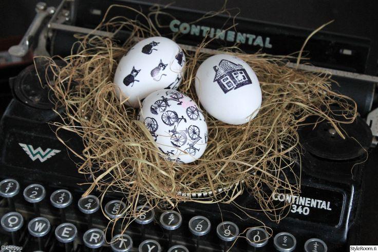 """""""leenakarhunen"""" koristeli pääsiäismunat erilaisilla leimasimilla. #pääsiäinen #leimasin #pääsiäismuna #easter #easteregg #diy"""