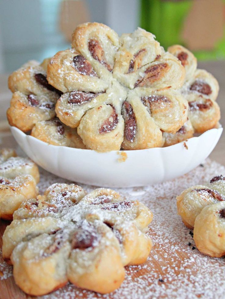 Nutella puff pastry flowers